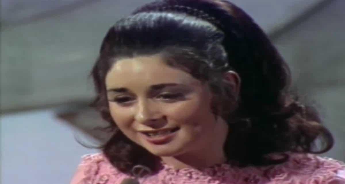 Анжела Фаррелл (Angela Farrell